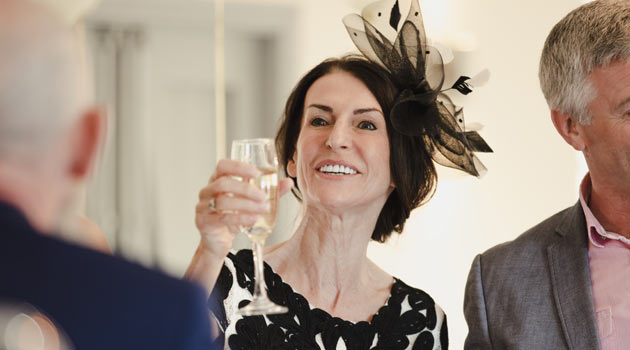 Mother Of The Bride Hats For Short Hair: How To Wear A Wedding Fascinator